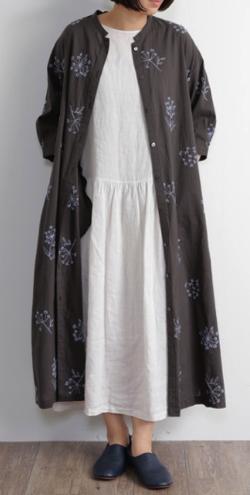 CALINER ボイルフラワー刺繍スタンド衿サイドスリットワンピース