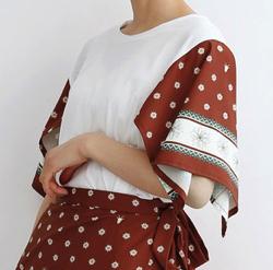 merlot(メルロー)アルペンハンカチーフ柄Tシャツ