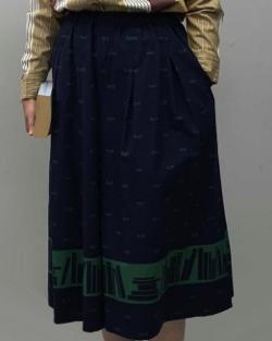 coocra めがねと本 パネルプリントロングスカート