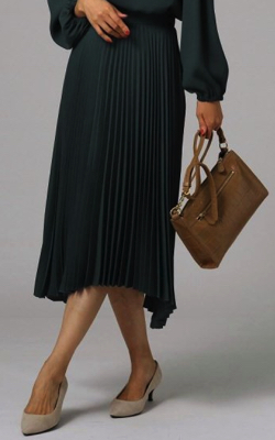 UNTITLED (アンタイトル)バックサテンイレギュラーヘムプリーツスカート