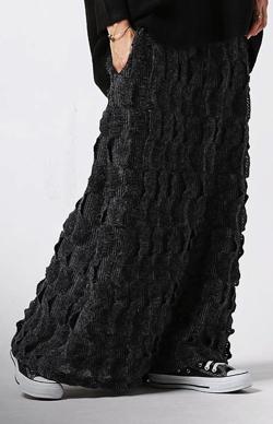 antiqua(アンティカ)一線先を行く、大人のモードシックな個性派スカート。立体柄ロングスカート