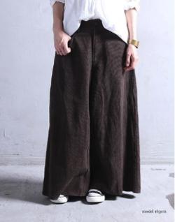antiqua まるでスカートのような雰囲気と重厚感。コーデュロイワイドパンツ