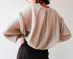 CLANE(クラネ)BACK PLEAT KNIT TOPS