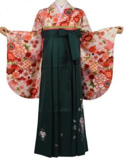 きものレンタル都粋(まるやま京彩グループ) クリーム色に雪輪や桜、菊などの花柄2尺袖着物 & グリーンのバラ刺繍袴セット