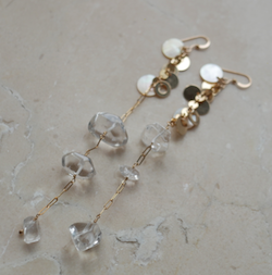 uiqut(ユイクト)many charm crystal long earring