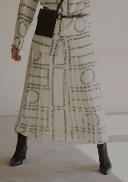 Ameri VINTAGE(アメリ ヴィンテージ)CHAPLIN MESSAGE LOGO PLEATS SKIRT