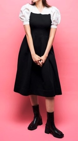 【深イイ話】岡副麻希衣装白と黒のワンピース