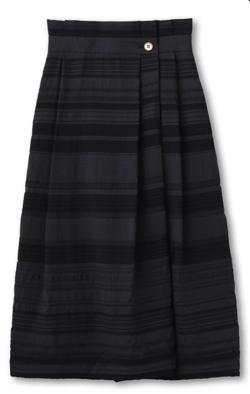 UNTITLED モダンライン タックロングスカート