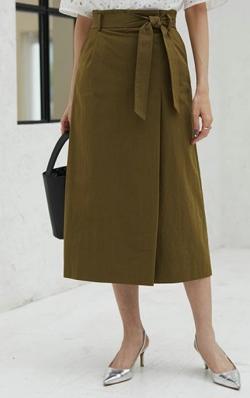 BOSCH(ボッシュ)ベルト付タックロングスカート
