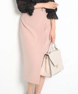 ピンクのタイトスカート