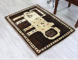 ライオンギャッベ カシュカイ族の手織りじゅうたん