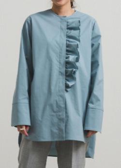 yori ノーカラーフリルシャツ