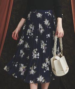 Noela プリーツラインフラワースカート