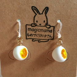 magicmama's GALLERY 半熟茹で卵のイヤリング