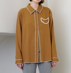 beige circle pocket shirt