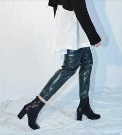 styling/ フェイクレザーパンツ