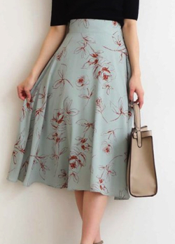 N. Natural Beauty Basic フラワーフレアミモレスカート