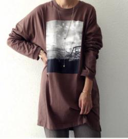 antiqua ロンT トレンド感ある、一枚でサマになるフォトロンTの長袖ver.が登場。za-00055w