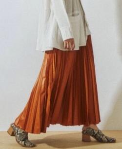UN3D. ウルシオリガミプリーツスカート