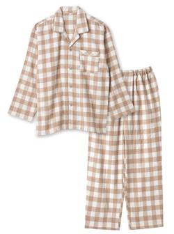 レンアイ漫画家岩田琉聖 ベージュのパジャマ