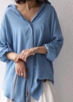 antiquaantiqua シルエットの妙。女性らしい落ち感、透け感。ロングシャツ