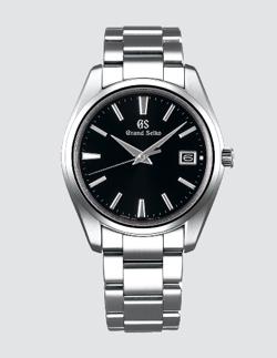 桜の塔・岡田健史シルバーx黒い文字盤の腕時計