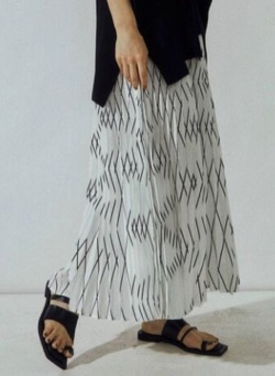 UN3D. 3Dプリーツスカート