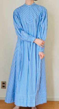 THE SHE WRYHT ストライプナイトドレス
