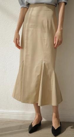 Night Doctor(ナイト・ドクター)岡崎紗絵 ベージュのマーメイドスカート