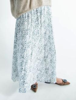 リコハイ桜井ユキ ライトブルーのレオパード柄スカート