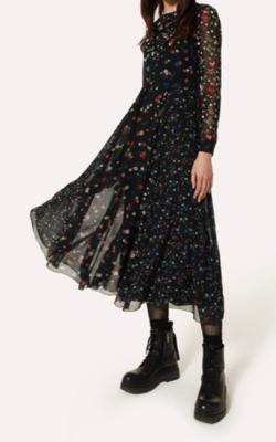 着飾る恋には理由があって川口春奈ブラックの小花柄プリントドレス