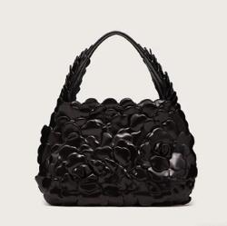 リコカツ・北川景子 ブラックのローズデザインバッグ