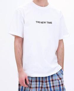 イチケイのカラス 武井壮 ホワイトのロゴTシャツ