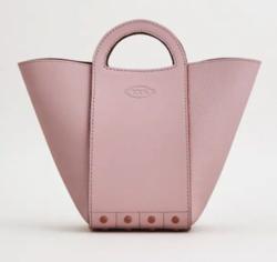 まめ夫 大豆田とわ子役の松たか子 ピンクのハンドバッグ