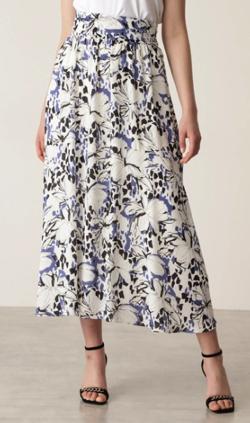 めざましテレビ井上清華 ホワイトxブルーのフラワープリントスカート