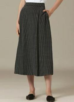 【めざましテレビ・8】永島優美衣装ブラックのタンブラーチェックスカート