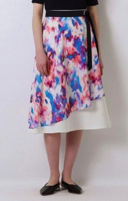 あのときキスしておけば麻生久美子 ホワイトxカラフルマーブルスカート