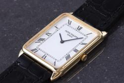 大豆田とわ子と三人の元夫松たか子 ゴールドxブラックベルトの腕時計