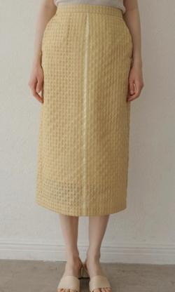 シューイチ中島芽生イエローのシアーチェックタイトスカート