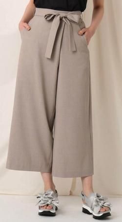 Couture Brooch リネンライクラップ風クロップドパンツ