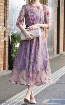 【行列のできる法律相談所】で市來玲奈(いちき れな)さんが着用している衣装・ファッション・ブランド紹介♪ムラサキの花柄ワンピース