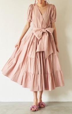 林先生の初耳学大政絢さん衣装ピンクのワンピース