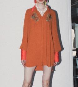 Night Doctor(ナイト・ドクター)岡崎紗絵オレンジのシャツブラウス