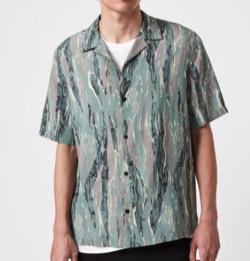 リコカツ白洲迅モスグリーンのプリント半袖シャツ
