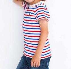 家族募集します・子役の宮崎莉里沙・佐藤遙灯・三浦綺羅ドラマ衣装ホワイトxブルーxレッドのボーダーTシャツ