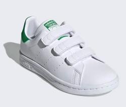家族募集します・子役の宮崎莉里沙・佐藤遙灯・三浦綺羅ドラマ衣装ホワイトxグリーンのスニーカー