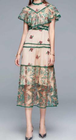 女の戦争・葵わかな・トリンドル玲奈・北原里英ベージュxグリーンの刺繍ドレス