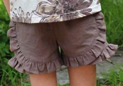 家族募集します・子役の宮崎莉里沙・佐藤遙灯・三浦綺羅ドラマ衣装ベージュのショートパンツ