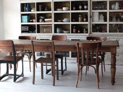 イタイケに恋して・インテリア木製のダイニングテーブル