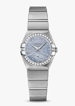 【ナイトドクター】真矢みき(桜庭麗子) ドラマ衣装シルバーxブルーの腕時計